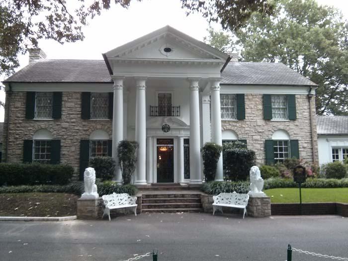 Graceland's front entrance