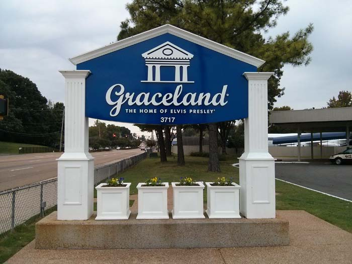 Graceland welcome sign on Elvis Presley Boulevard