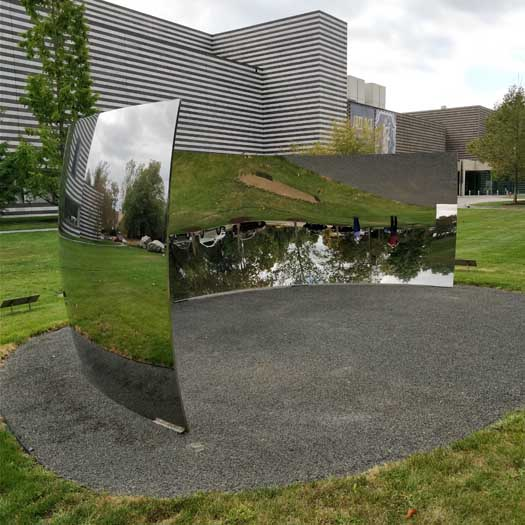 C-Curve by Anish Kapoor at the Cleveland Museum of Art