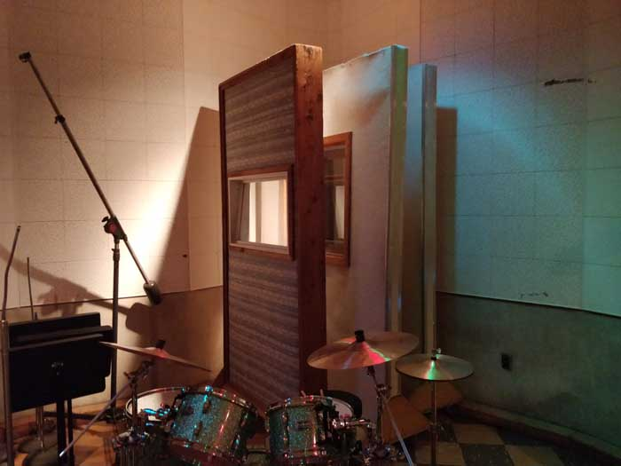 Sound baffles and instruments in Studio B