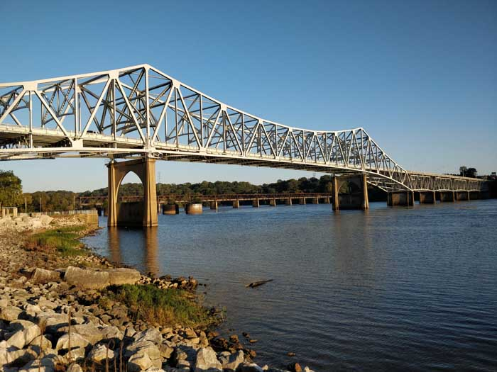 Tennessee River O'Neil Bridge