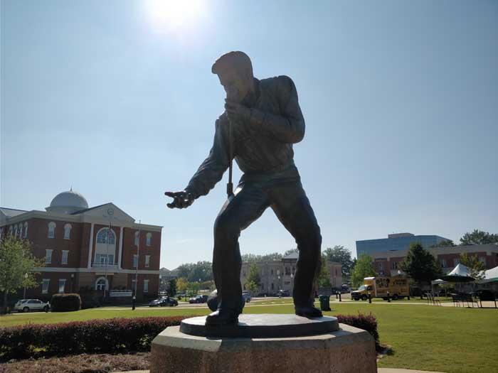 Elvis statue in Tupelo #1