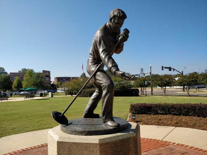 Elvis statue in Tupelo #3