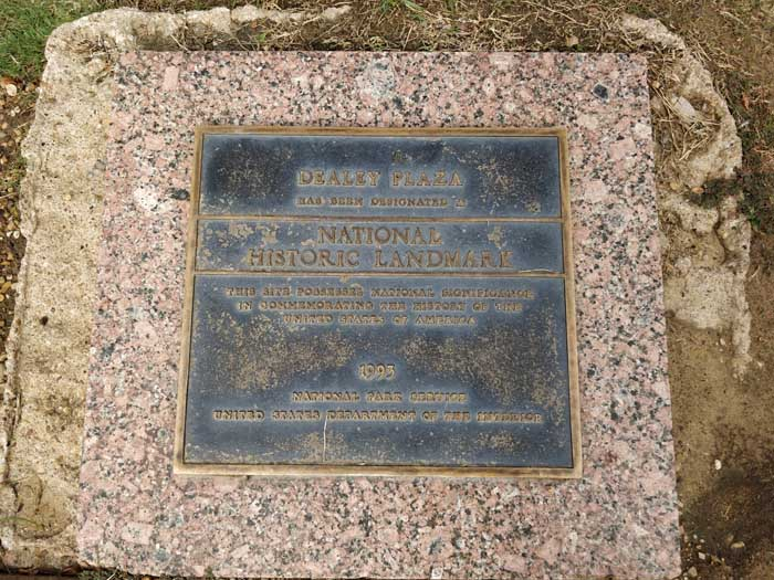 Dealey Plaza pergolas area plaque