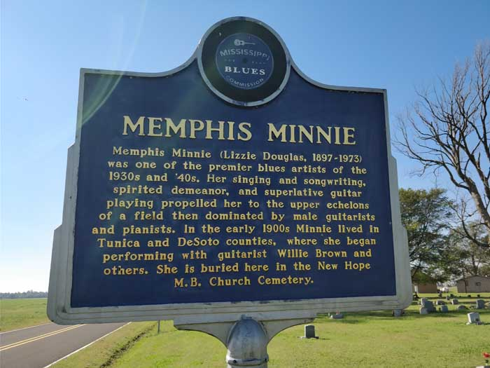 Memphis Minnie grave, Lake Comorant, MS