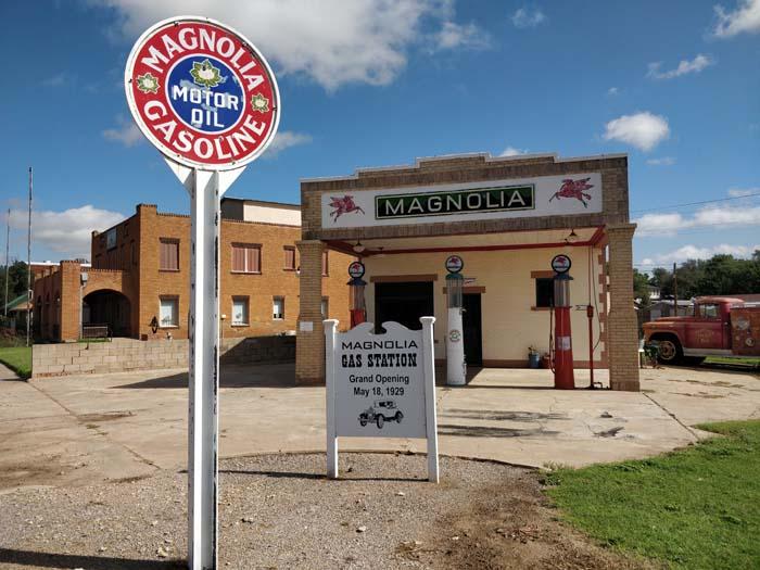 Magnolia Service Station, Shamrock #1