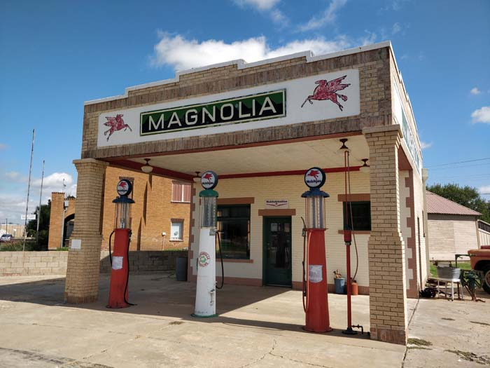 Magnolia Service Station, Shamrock #2